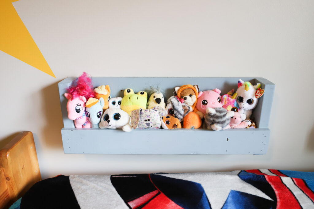 Pallet Book shelf with lots of small stuffed animals.